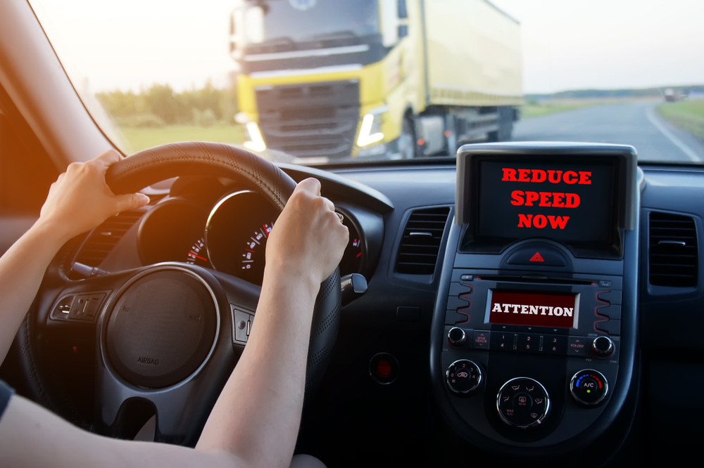 6 Reasons More Companies Are Using a Safety Monitor for Vehicles
