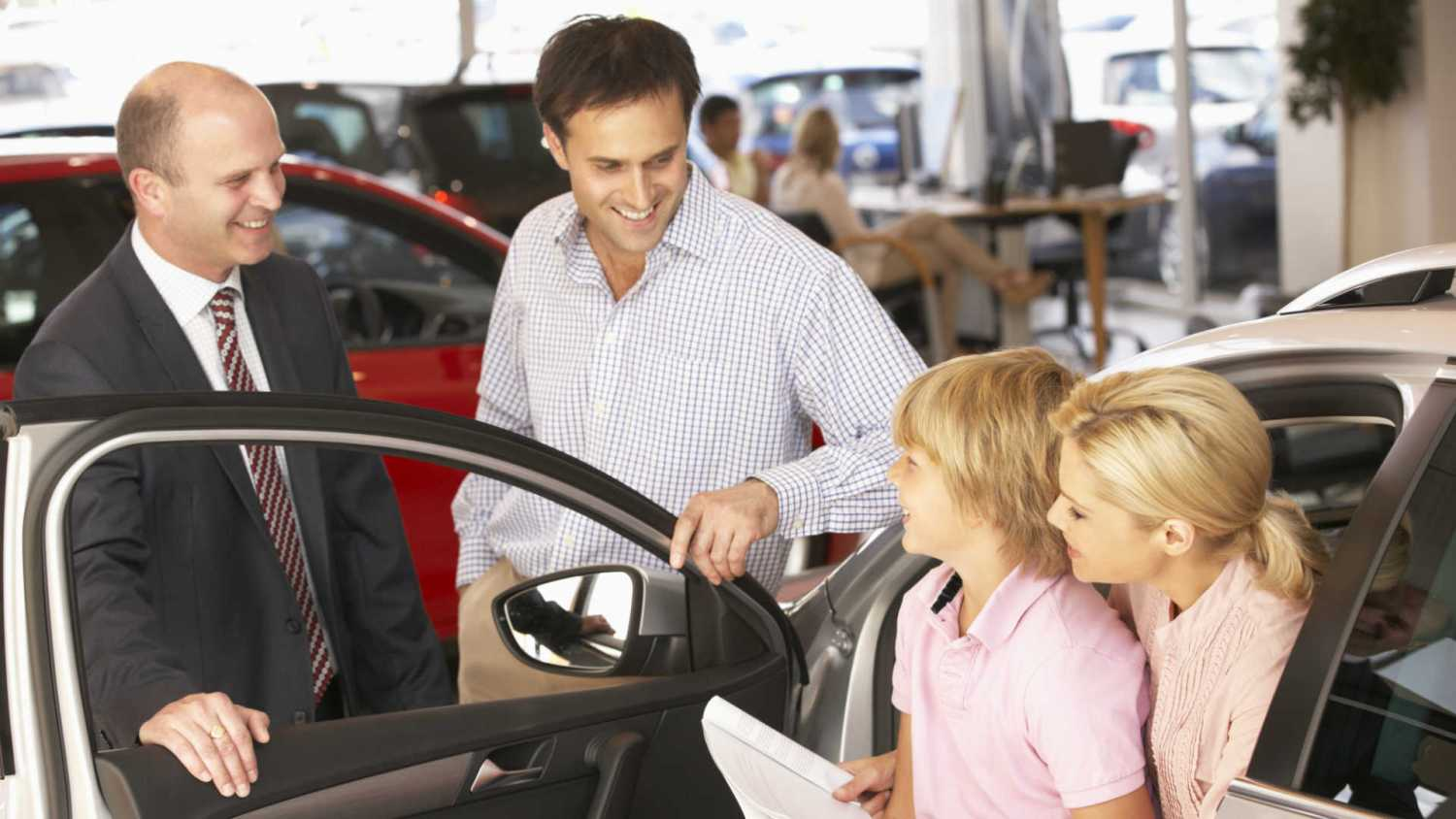 Four Tips to Visit Car Dealers Like a Pro